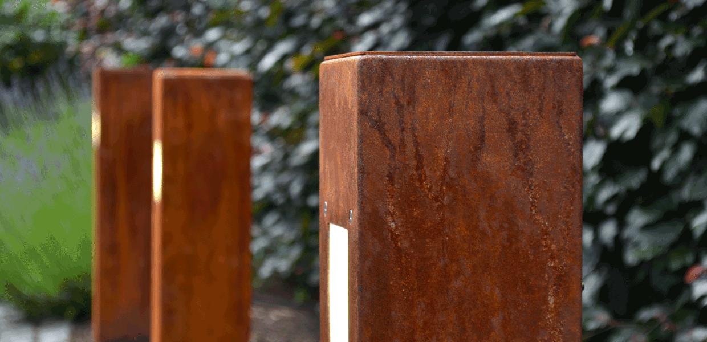 Die SIMPLEX Wegeleuchte aus der MAGNELLO Leuchtenmanufaktur im Rost Design